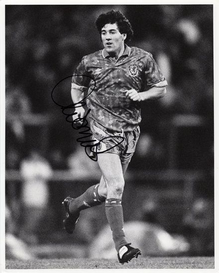 Dean Saunders, Wales, signed 10x8 inch press photo.